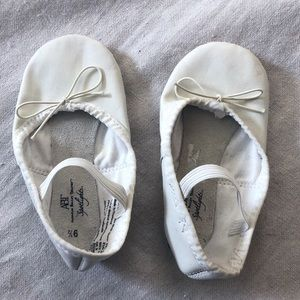 ABT white leather ballet slippers size 9 1/2